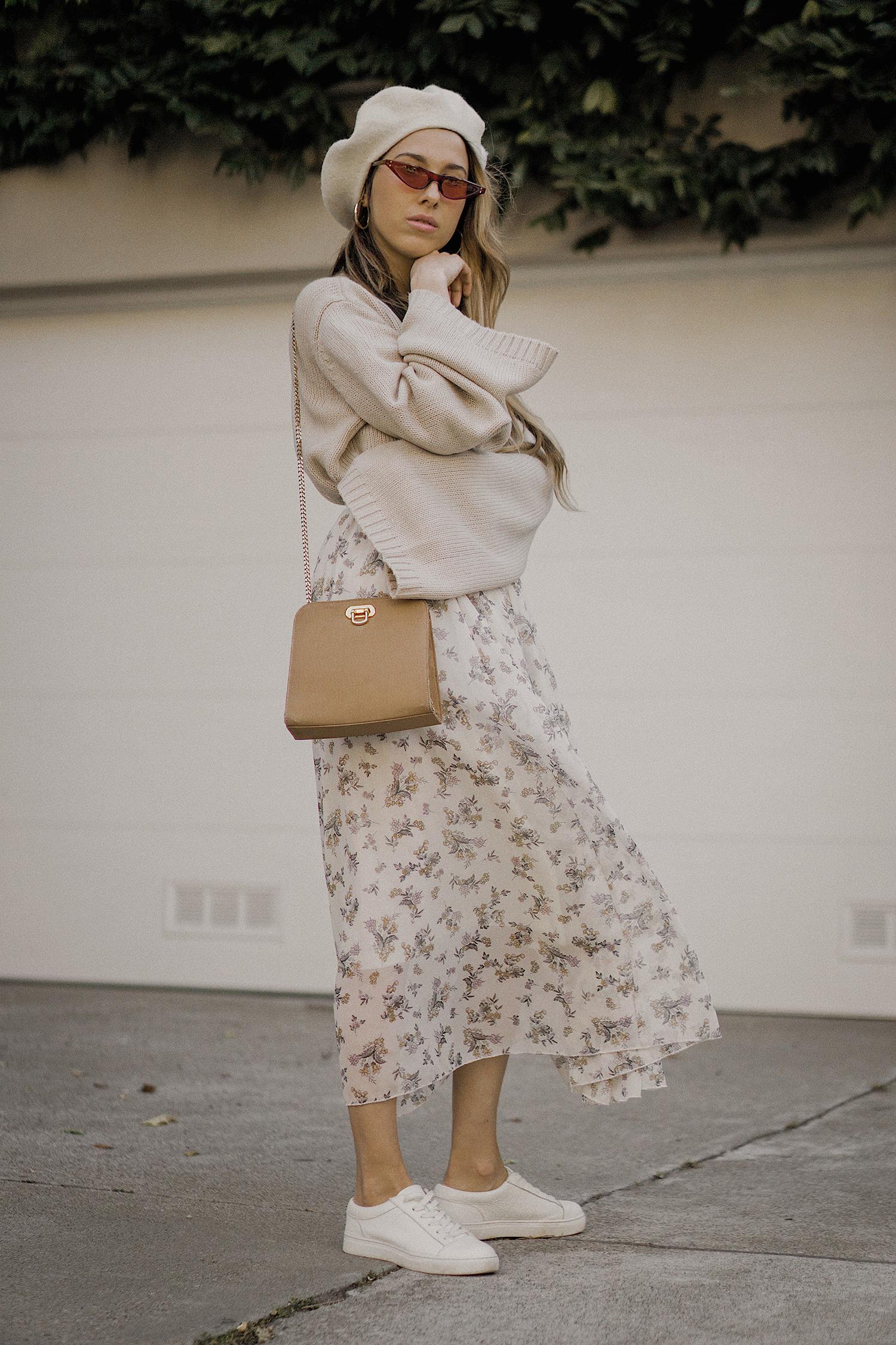 neutral_outfit_street_style_look_beige_tobi_sweater_long_skirt_romantic_beret_sneakers_vintage_lena_juice_the_white_ocean_06