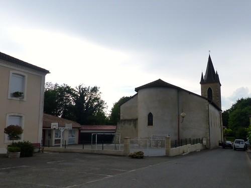 Montgaillard, Landes: le village d'une petite partie de mon enfance (j'y ai vécu de 4 à 6 ans) et l'église où j'ai assisté à mes premières messes en suivant ma mère. Il y a bien longtemps que je n'entre plus dans les églises que par curiosité de touriste.