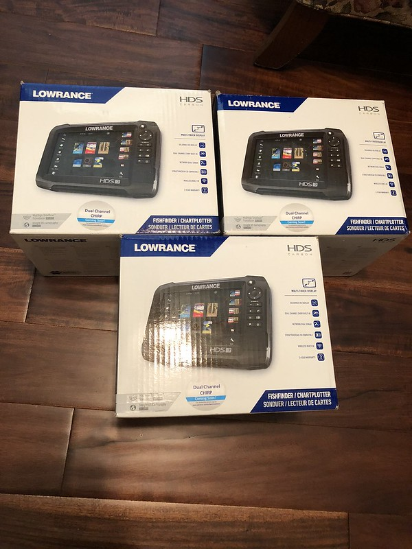 3 Lowrance HDS 7 Carbon NEW