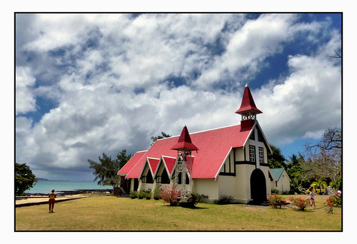 extérieur îlemaurice mauritius paysage landscape ciel sky nuages clouds herbe grass océan chapelle chapel religions