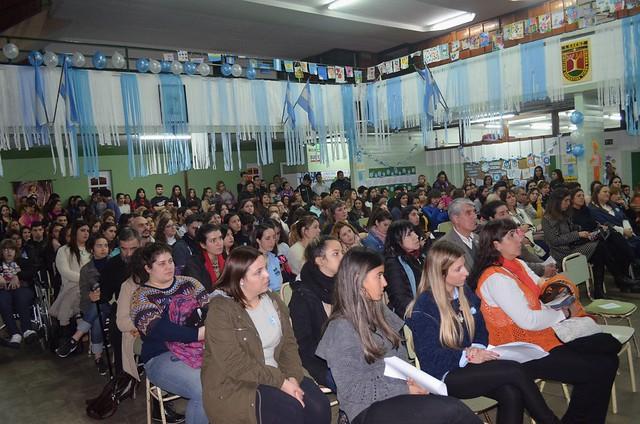 Profesorado Sáenz: acto por el 25 de mayo (TV)