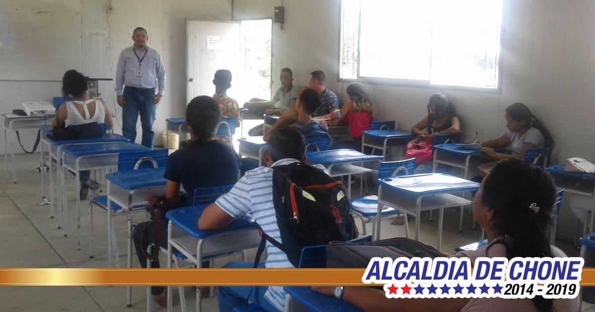 Técnicos municipales de Chone capacitaron a estudiantes de Paulo Emilio Macías