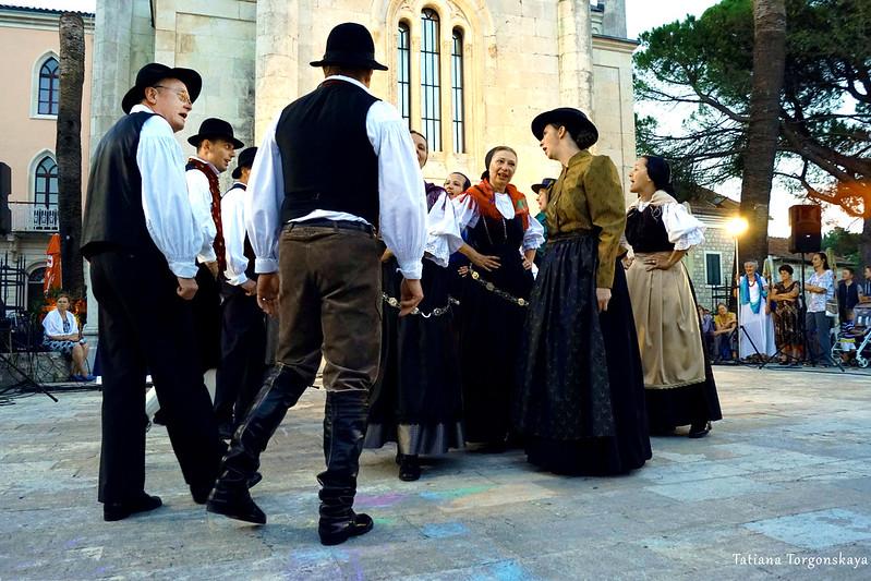 Выступление словенской фольклорной группы