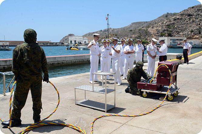 Felipe VI visita a las unidades de élite de la Armada en Cartagena