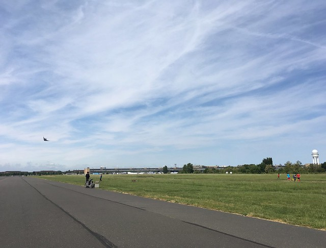 saturday, walking on the tempelhofer feld, tempelhof, berlin