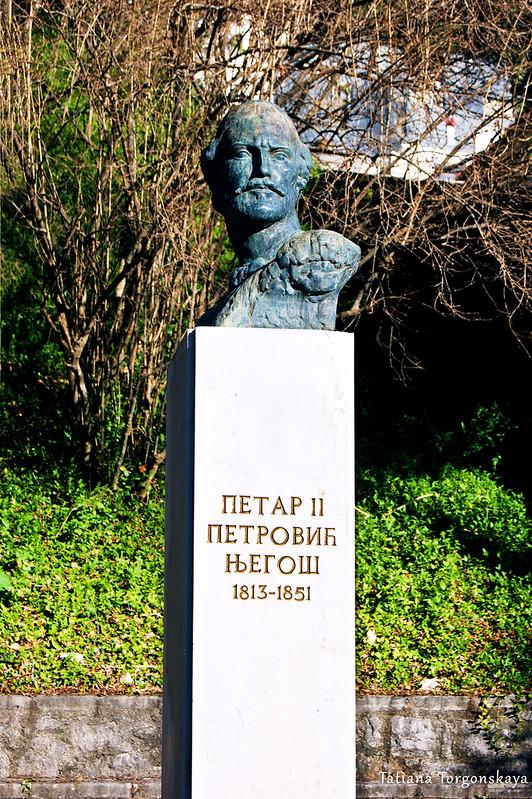 Памятник Петру II Петровичу Негошу