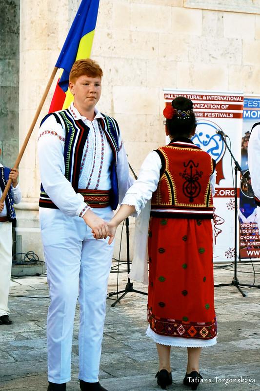 Пара из румынской фольклорной группы