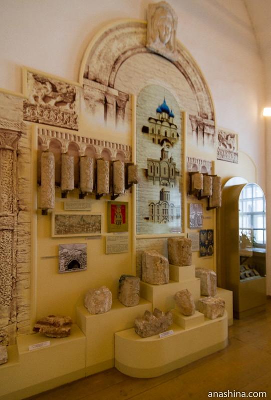 Белокаменные украшения и реконструкции Успенского и Рождественского соборов