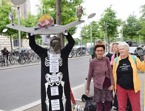 13.06.18: Aktion vor Bundestag: Nein zu Drohnen