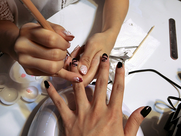 home based manicurist