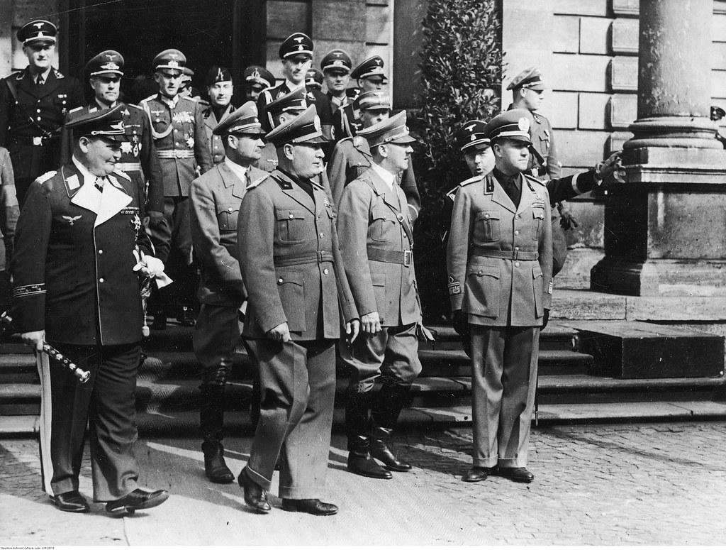 Прибытие делегации Италии с премьер-министром Бенито Муссолини на переднем плане