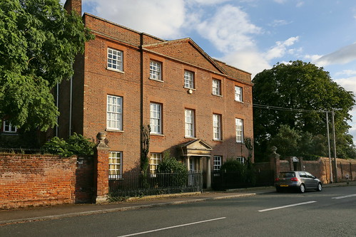 Godmanchester, Farm Hall (& Gate Piers)