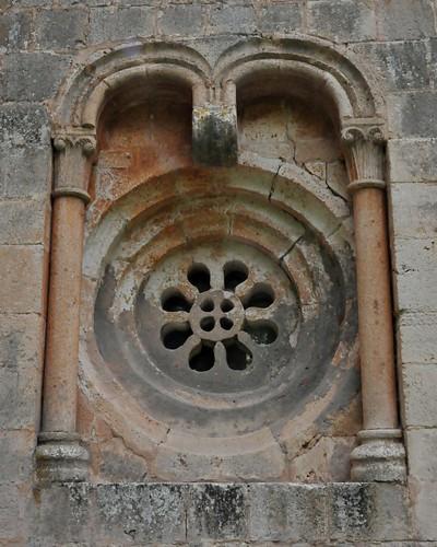 Albendiego (Guadalajara-España). Iglesia. Cabecera. Ventana