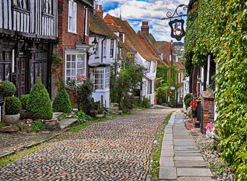 Mermaid Street, Rye, East Sussex. Credit BazViv