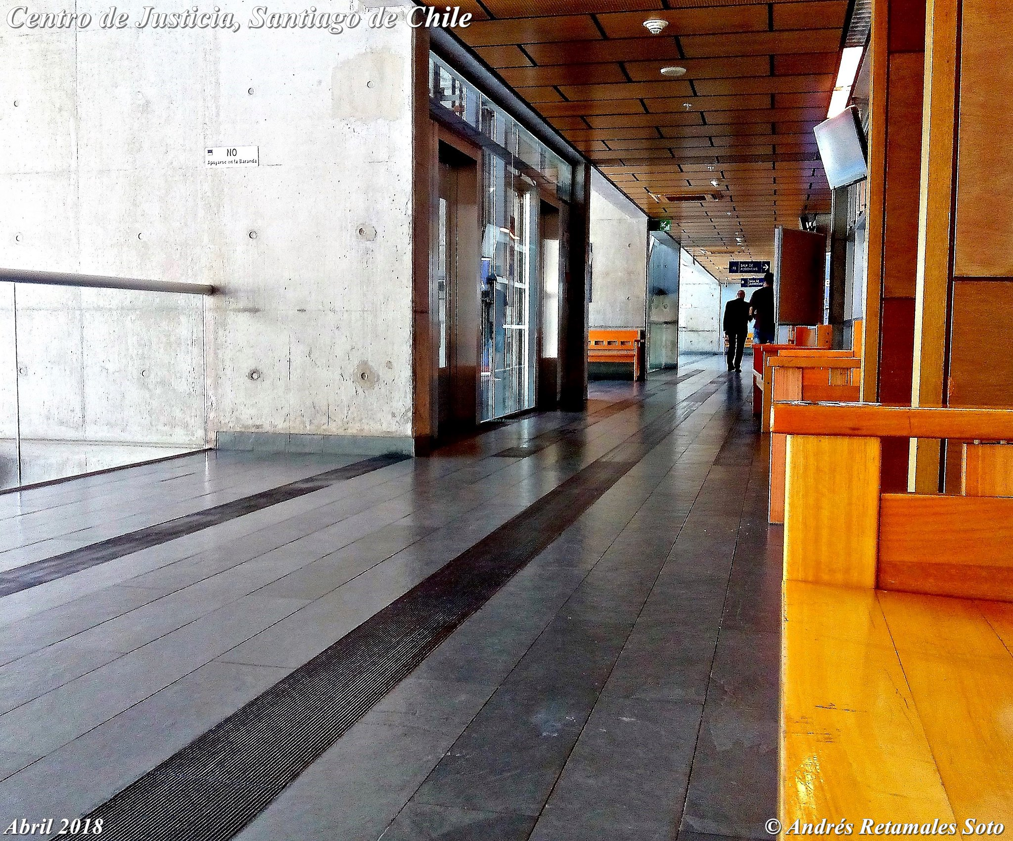 Centro de Justicia, Santiago de Chile. Pasillos de Juzgado de Garantía. Abril 2018
