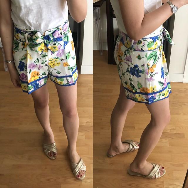 Ann Taylor Vintage Floral Pleated Tie Waist Shorts, size 00P