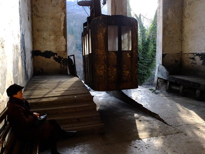 Грузия. Раздолбанная канатка в Чиатуре и Кацхийский Столп