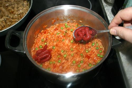 53 - Tomatenmark einrühren / Stir in tomato puree