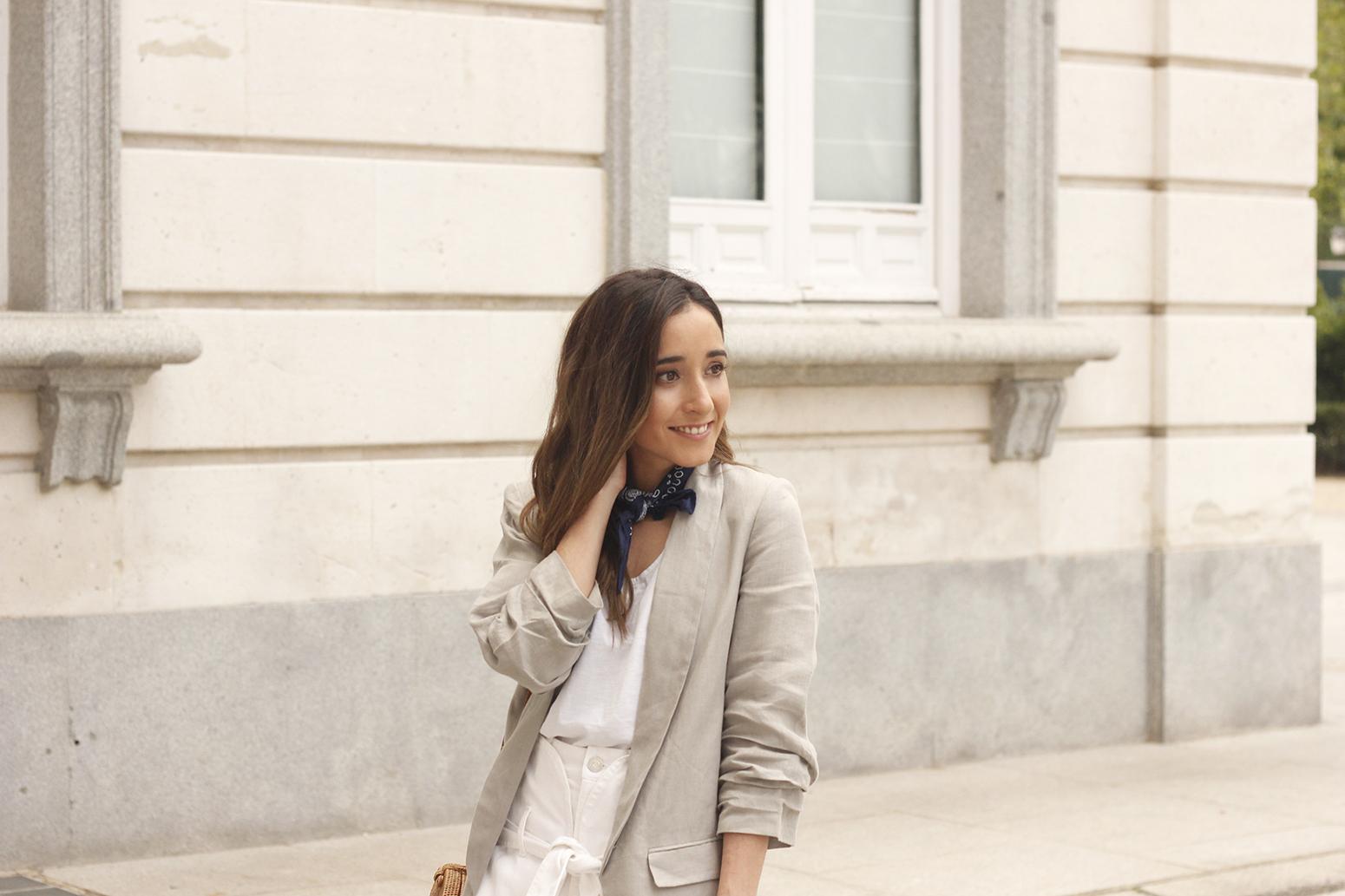 gray linen blazer blue bandana white converse bamboo bag street style oufit 201811