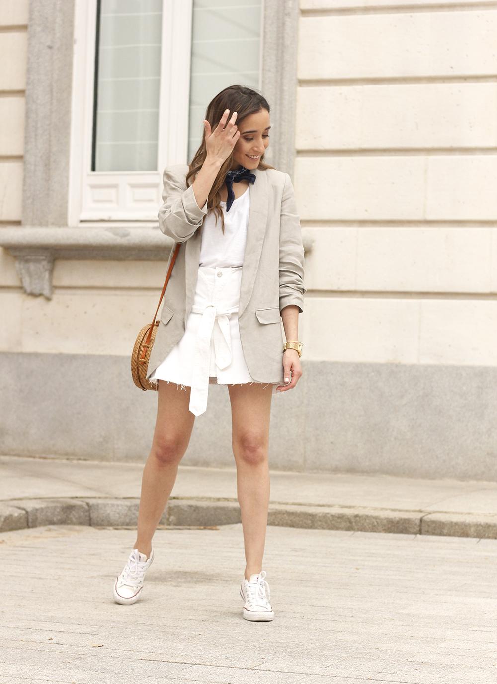 gray linen blazer blue bandana white converse bamboo bag street style oufit 201808