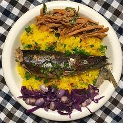 ウルメイワシの煮付けとお惣菜で軽夕ご飯 #dinner #ウルメイワシ #フレスコででかいの3匹100円 #人参のナムル #紫キャベツと大豆のマリネ #ターメリックライス