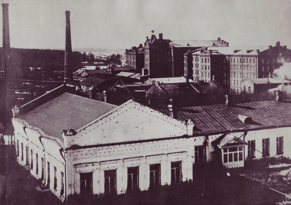 Вид на Белую школу и ярцевскую фабрику Хлудовых. XIX век.