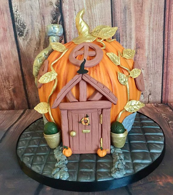 Halloween Pumpkin House by Baking Mad UK