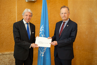 NEW PERMANENT REPRESENTATIVE OF ARGENTINA PRESENTS CREDENTIALS TO THE DIRECTOR-GENERAL OF THE UNITED NATIONS OFFICE AT GENEVA