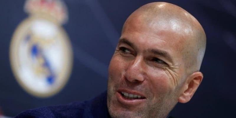 Bermainlah ke Premier League Zinedine Zidane