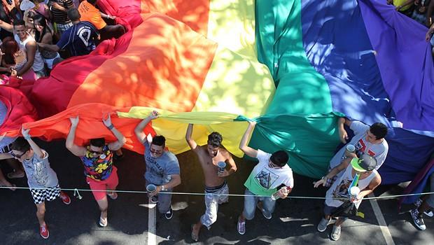 Dos olhares incômodos aos campos de concentração: LGBTfobia no país da Copa