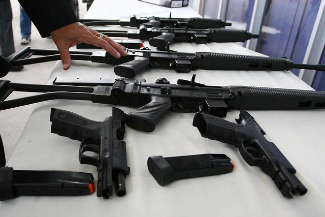 Das 62.517 mortes no Brasil em 2016, 71,1% foram causadas por armas de fogo - Créditos: Flickr