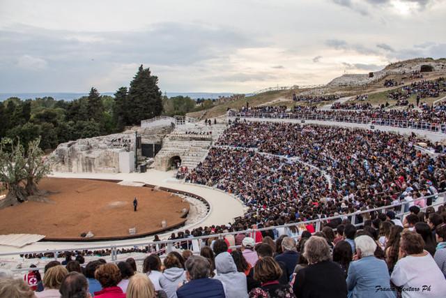 teatro-greco-2_foto-centaro-696x464