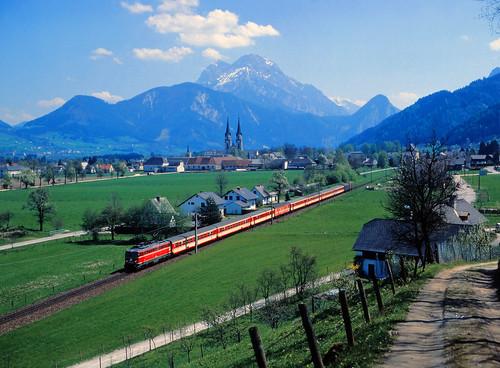 eisenbahn zug train treno tren trein lokomotive lok railroad railway spoorwegen vlak bahn öbb österreich steiermark alpen admont gesäuse br1042 enns ennstal