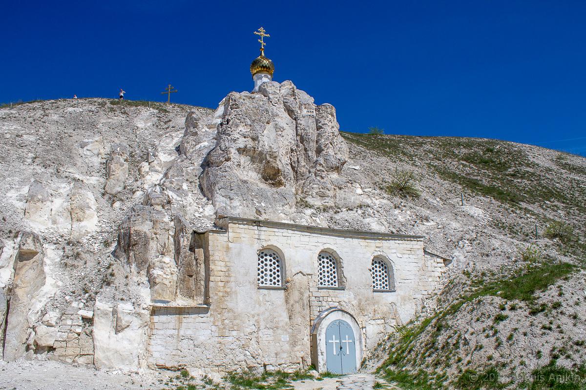 Внутри пещерной церкви Дивногорского монастыря фото 1