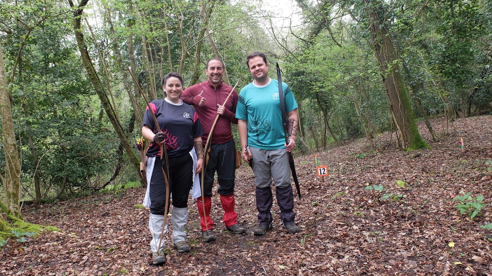 El equipo peñagrandino (yo misma, Luiyo y Alex) a punto de comenzar el recorrido de bosque