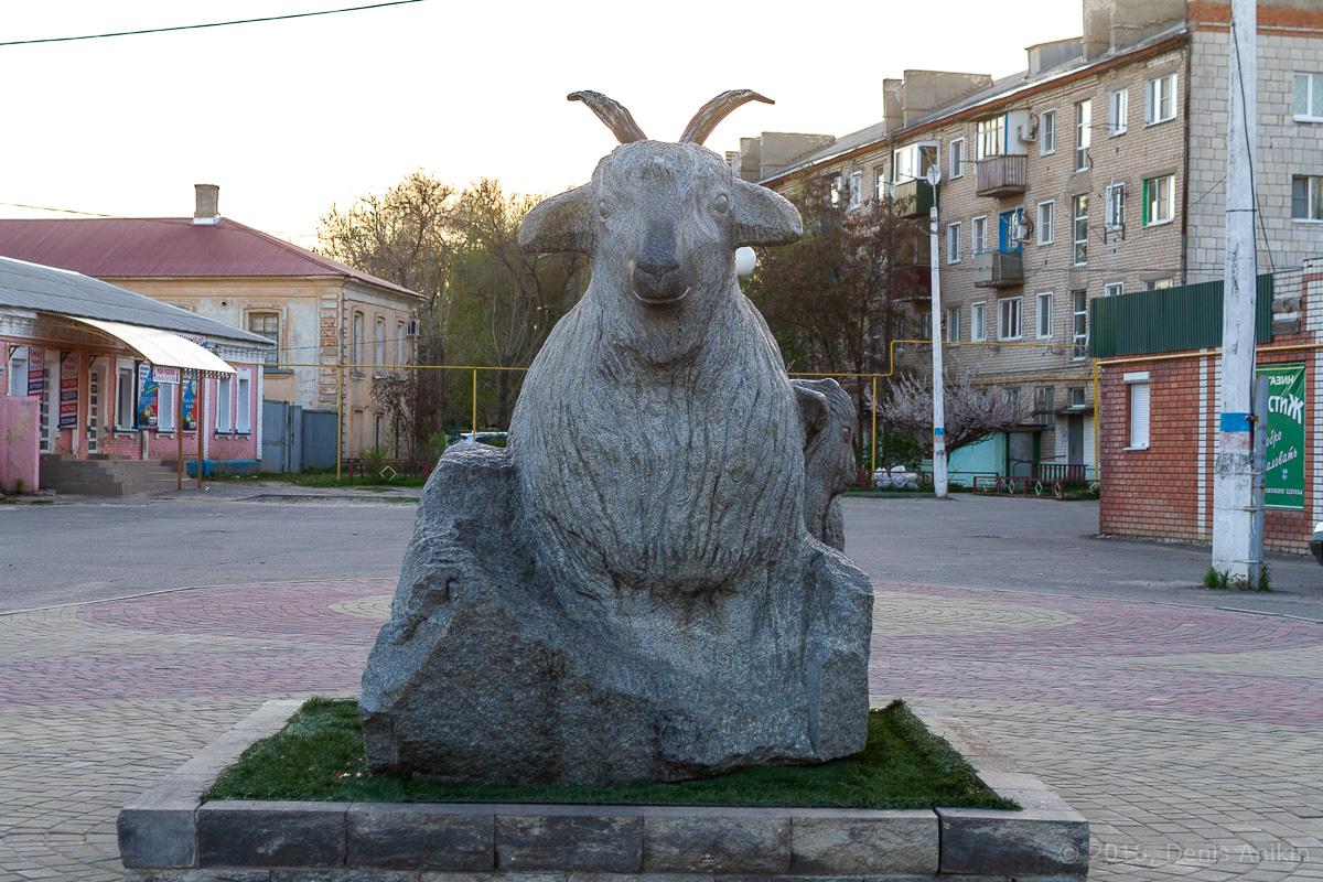 Памятник козе урюпинск фото 2