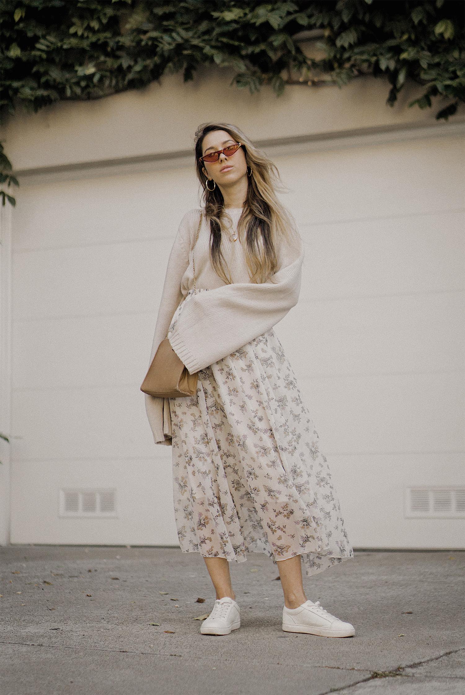 neutral_outfit_street_style_look_beige_tobi_sweater_long_skirt_romantic_beret_sneakers_vintage_lena_juice_the_white_ocean_05