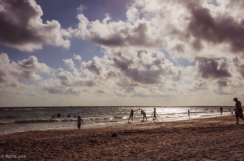 lightroomcc nikond7000 lidobeach bgdl landscape seascape nikkor18105mm3556g florida starmandscircle sundown peopleonthebeach