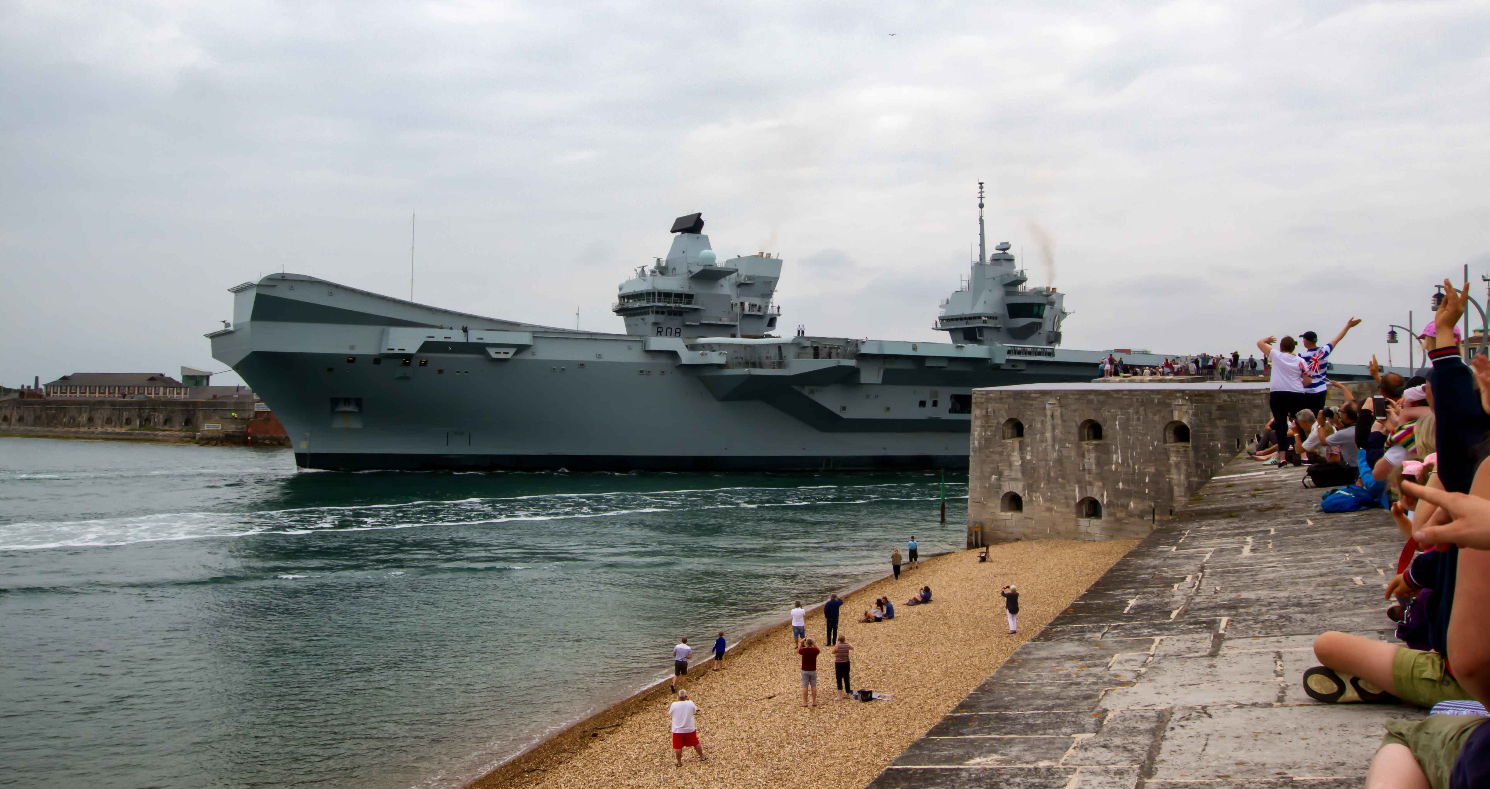Aircraft Carrier (HMS Queen Elizabeth & HMS Prince of Wales) - Page 25 40898950060_5eed10c7a1_o