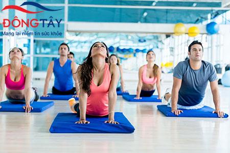 Tập yoga, điều tiết cảm xúc giúp giảm triệu chứng tim đập mạnh