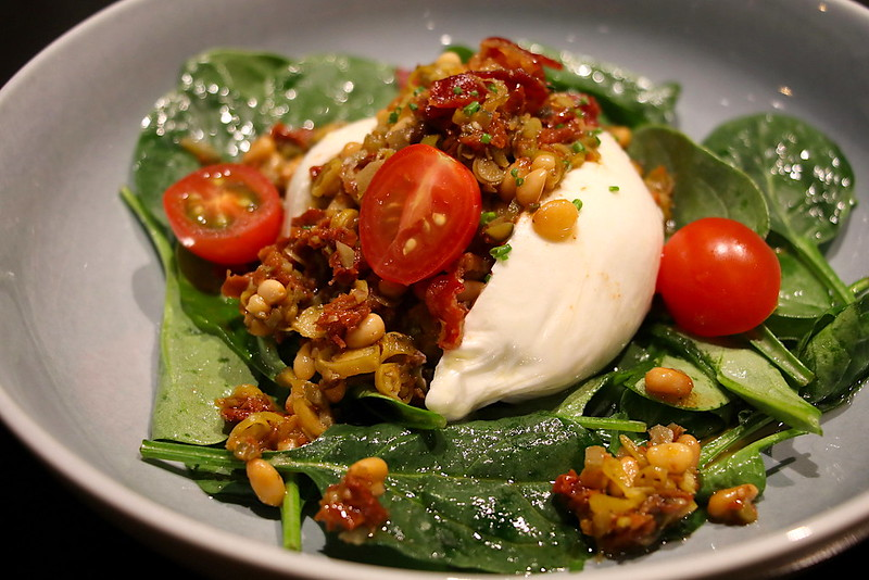 Fresh Burrata (crispy Ibérico Ham, 'Picadillo', baby spinach)