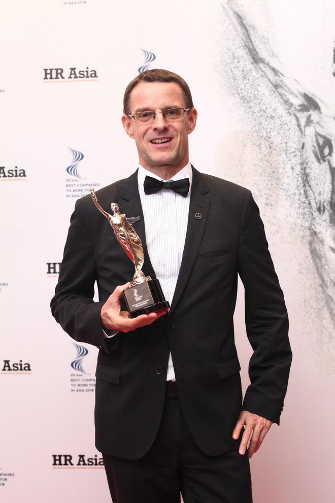 台灣賓士總裁邁爾肯代表台灣賓士獲頒「2018亞洲最佳企業雇主獎」