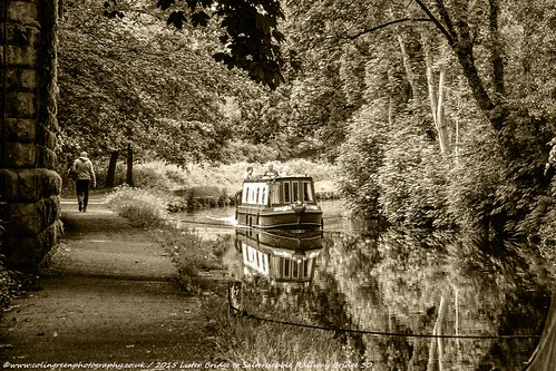 Narrowboat on the Calder & Hebble at Salterhebble.