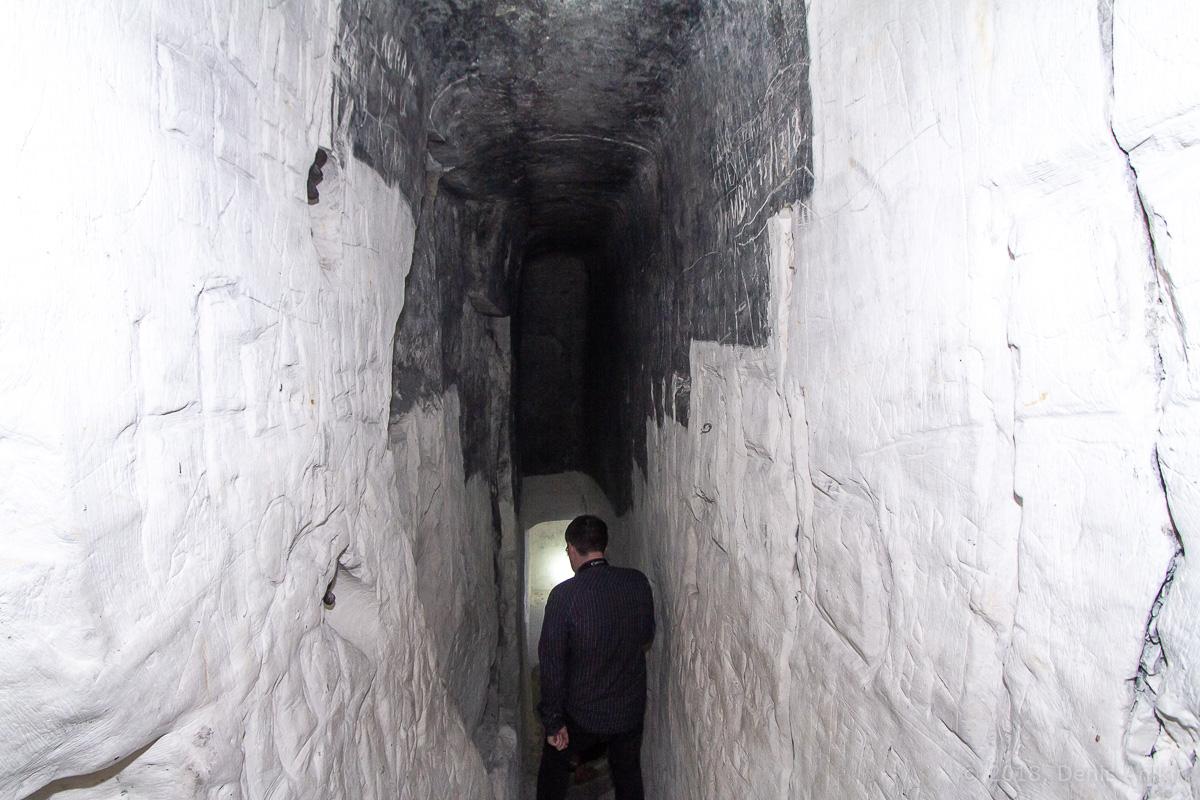 Внутри пещерной церкви Дивногорского монастыря фото 11