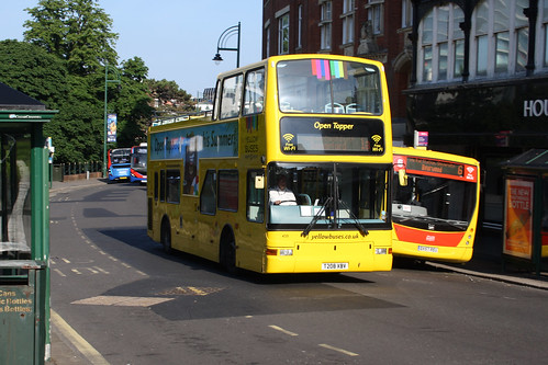 Yellow Buses 435 T208XBV