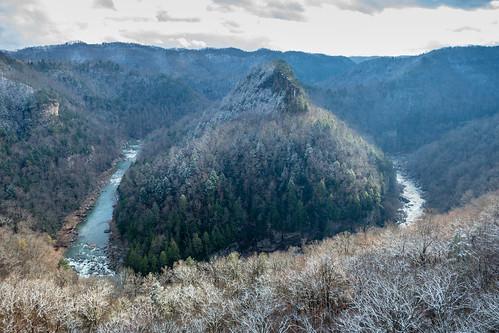 appalachia breaksinterstatepark easternkentucky russellforkriver toweroverlook virginia horseshoebend snow winter kentucky interstatepark