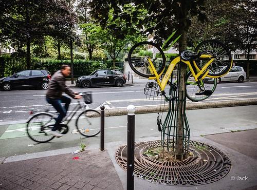 les vélos suspendus - version couleurs