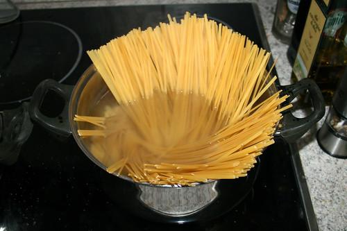 42 - Pasta kochen / Cook pasta