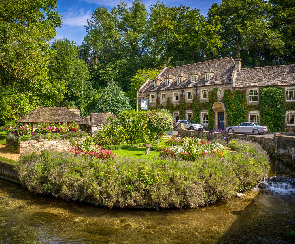 The Swan Hotel, Bibury, Gloucestershire. Credit Bob Radlinski, flickr