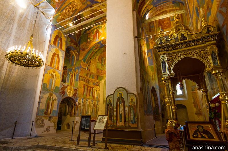 Внутреннее убранство Спасо-Преображенского собора, Суздаль